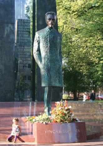 Sculpture by Arūnas Sakalauskas located in Vincas Kudirka square in Vilnius. (www.vilnius-tourism.lt)