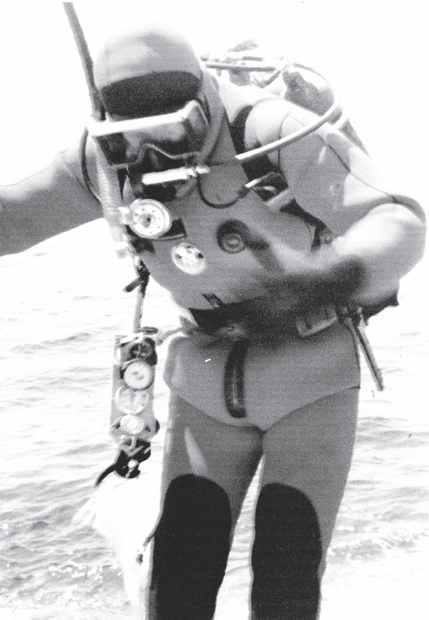 Valentinas raugas in diving gear