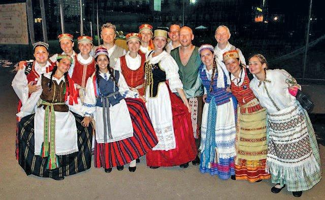 Nemunas and Žiburinis dancers from Argentina: Aniela Ona Remorini Gasiūnaitė (center) . Photo: dalia shilas