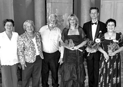 Composer Kristina Vasiliauskaitė, Monadnock chorus singers Teri and Herb Motley, soprano Jūratė Švedaitė-Waller, baritone Dainius Puišys and pianist Audronė Kisieliūtė in Baisiogala at the Tytuvėnai International Music Festival