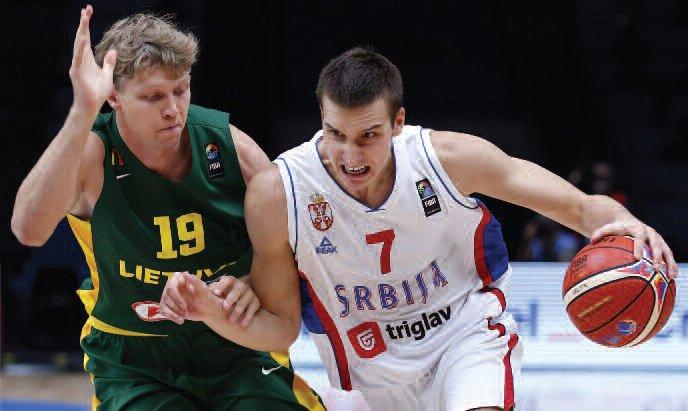 Mindaugas Kuzminskas vs. Serbian player Bogdan Bogdanović. (EPA-ELTA)