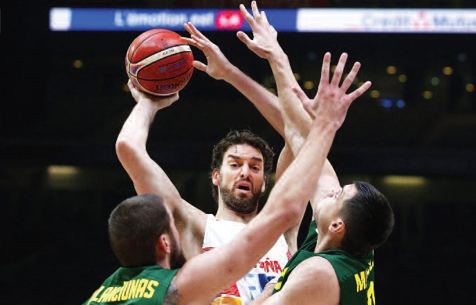 Pau Gasol from team Spain proved to be too much for team Lithuania. (EPA-ELTA)