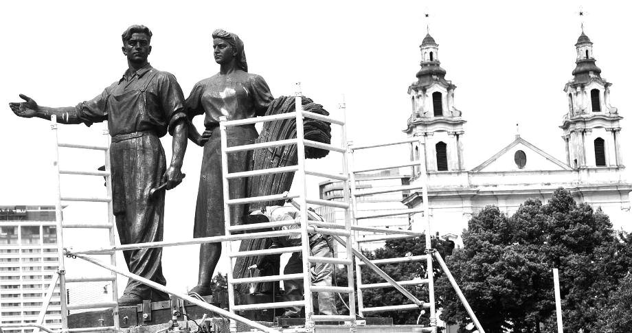 Soviet era statues, the last vestiges of Soviet Realism in Lithuania's capital Vilnius were removed from the Green Bridge (Žaliasis tiltas) that spans the Neris River on July 20 and 21. The sculptures, erected in 1952, featured sets of two people, representing social classes idealized by the Communist authorities: soldiers, workers, farmers and students. The fate of the statues was a topic of a drawn-out debate between Lithuanian patriots, who saw them as an affront to freedom fighters and called for their immediate removal, and those who wanted them restored as historical relics. Newly-elected Vilnius mayor Remigijus Šimašius ordered their removal. The statues were taken down intact, but there are no immediate plans to have them restored or displayed. Photo: dainius Labutis, eLta