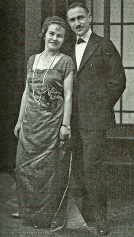 Vytautas and his wife-to-be Unė Baye in Chicago, 1920.