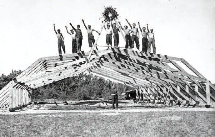 Building a hangar at the Nida Gliding School, 1933.